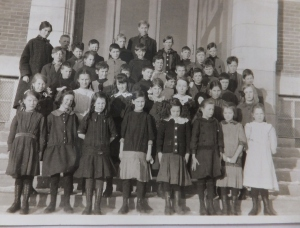 Tertius Perkins and his class at Ritchie School 1914.